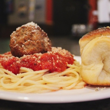 Spaghetti w/ Meatball and Bread